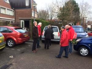 PvdA raadsleden en wethouder in gesprek met bewoners Steendijkpolder